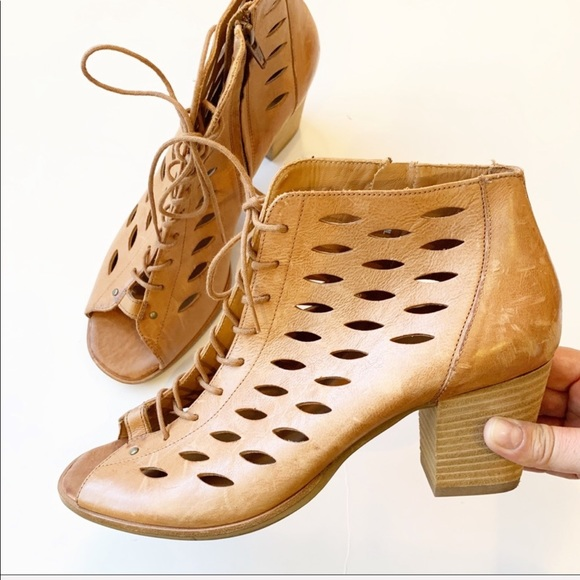 Paul Green Shoes   Bali Lace Up Bootie